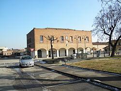 Piazza Madonna S.Luca, palazzina municipale (Bosaro).JPG