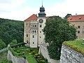 Pieskowa Skała Castle 19 - panoramio.jpg