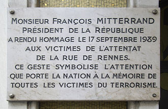 1985–86 Paris attacks - A plaque commemorating the victims of the 17 September 1986 attack at rue de Rennes.