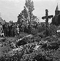 Plechtigheid bij de graven van gefusilleerden te Zijpe en St Pancras, Bestanddeelnr 900-3382.jpg