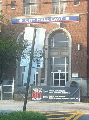 English: Ponce City Market banner with old Cit...