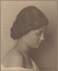 Portrait of Norwegian-Hawaiian girl (Profile) 1909.jpg