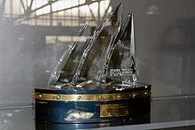 Photo d'un trophée dans une vitrine