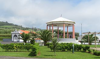 Praia do Almoxarife - Public park and Império da Trindade