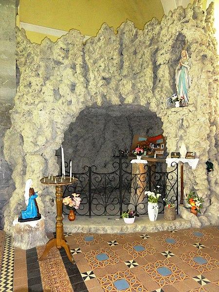 Prisches (Nord, Fr) Église Saint-Nicolas, grotte de Lourdes