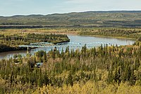 Puente sobre el río Pelly, Pelly Crossing, Yukón, Canadá, 2017-08-27, DD 12.jpg