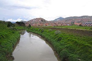Tunjuelo River - Image: Río Tunjuelo, vista hacia Ciudad Bolívar