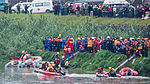 Rescue Teamers Aboarding Inflatable Boats beside Shore of Keelung River 20150204.jpg