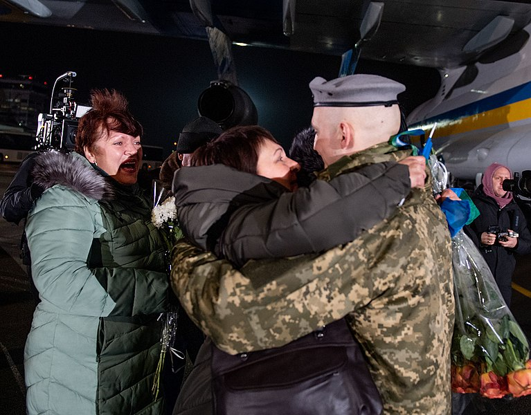 Return of liberated citizens to the territory controlled by Ukraine (2019-12-29) 022.jpg