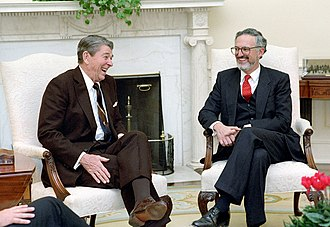 Douglas H. Ginsburg - Ginsburg with President Ronald Reagan in 1987