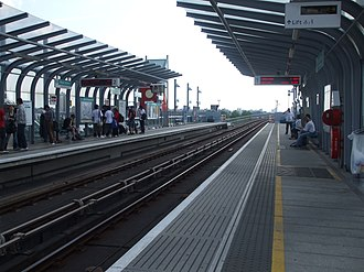 Royal Albert DLR station - Image: Royal Albert stn westbound