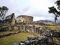 Ruïnes de Kuelap amb el temple al fons.jpg