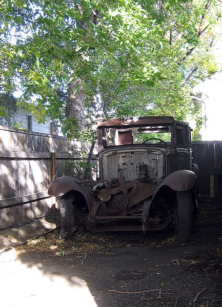 File:Rusty old car (3943495816).jpg