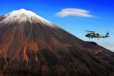 SH-60F Seahawk from HSL-51 in flight near Mount Fuji on 15 November 2007.jpg