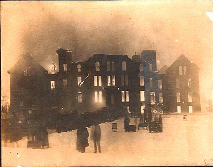 Photograph of the late stages of the fire SMAburning-1929-06-03.jpg