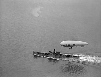 SSZ class airship - An SSZ airship escorts a Royal Navy sloop.