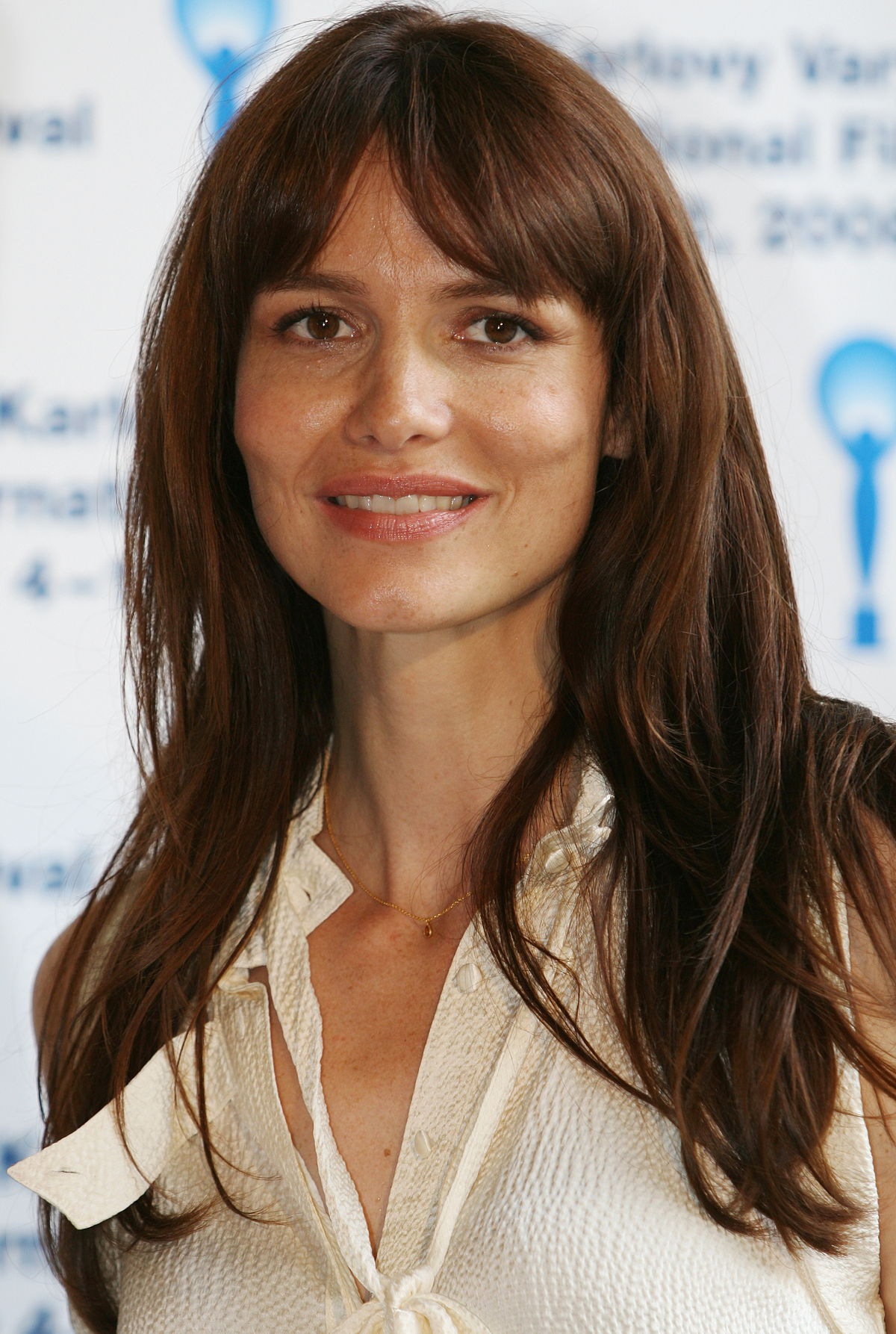 Saffron Burrows (born 1972 (naturalized American citizen)
