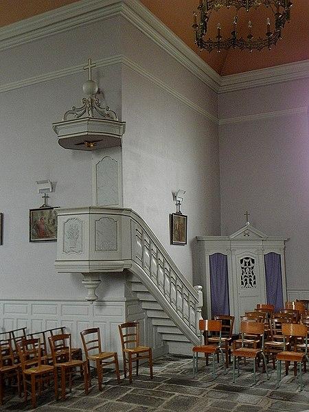 Intérieur de l'église Saint-Guinou, commune de Saint-Guinoux (35). Chaire.