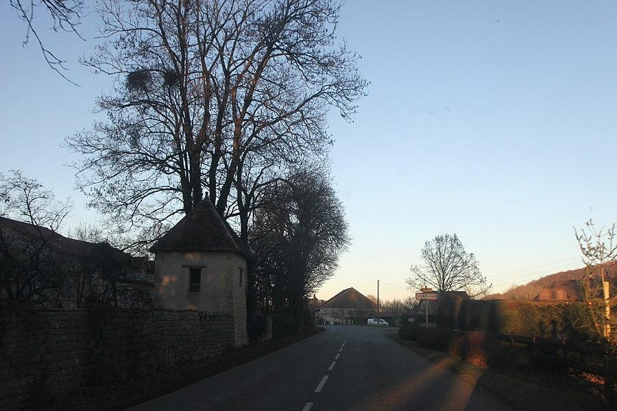 Entrée de Saint-Juan (Doubs).