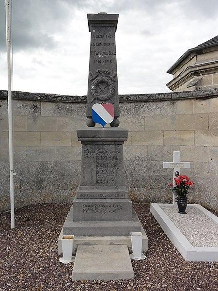 Saint-Paul-aux-Bois (Aisne) monument aux morts au carré militiaire du cimetière