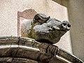Sculpture au-dessus d'une porte d'habitation.jpg