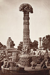 Sculptures near Teli Mandir, Gwalior Fort.jpg