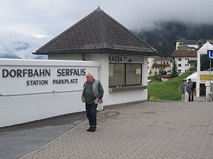 Dorfbahn Serfaus - Image: Serfaus Dorfbahn Parkplatz vc