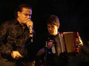 Silvestre Dangond - Silvestre Dangond and Juancho De la Espriella performing.