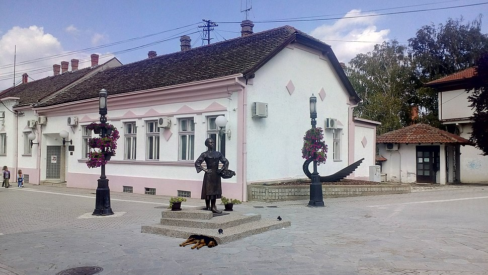 """Skulptura """"Grocanka"""" u Grockoj 02"""