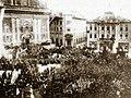 Slavnostni sprevod pred frančiščansko cerkvijo ob ustanovitvi države SHS.jpg