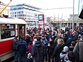 Smíchovské nádraží, dav u T1.jpg