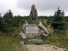 Körnerdenkmal auf dem Smrk (Tafelfichte im Isergebirge) mit Bezug auf einen Besuch 1809 (Quelle: Wikimedia)