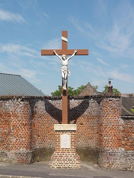 Sons-et-Ronchères (Aisne) croix de chemin près de la mairie
