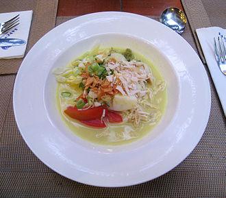 Soto (food) - Image: Soto Ayam Savoy Homann Hotel