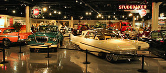 Upper showroom, featuring vehicles from 1935 onward South-bend-studebaker-museum-showroom.jpg