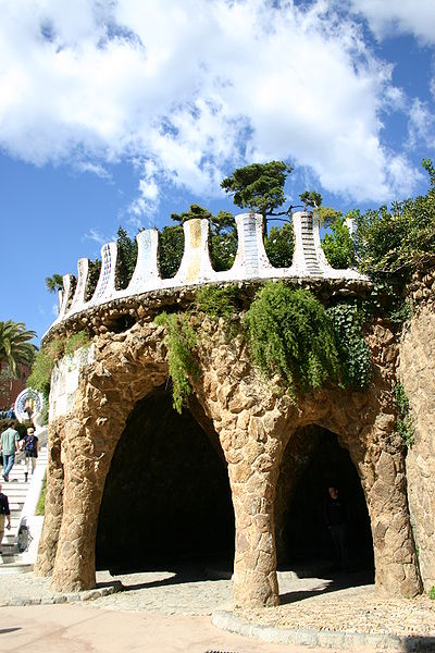Fichièr:Spain.Catalonia.Barcelona.Park.Güell.Porxo.dels.Carruatges.JPG