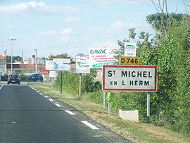 The road into Saint-Michel en l'Herm