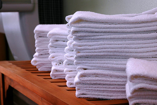 Stacks-of-gym-towels-on-wood-bench