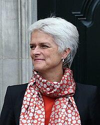 Statsminister Helle Thorning-Schmidt, Annette Vilhelmsen og Holger K. Nielsen (cropped to Annette Vilhelmsen).jpg