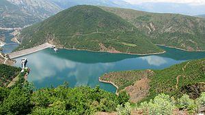 Fierza (reservoir) - Image: Stausee Bei Fierze 2014 1