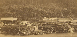 Echo (sternwheeler 1865) - Image: Steamboats in boat basin, Oregon City c. 1865