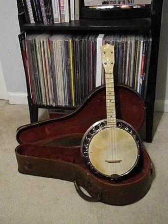 Kay Musical Instrument Company - Image: Stromberg Voisinet Buster Brown Banjo Ukulele