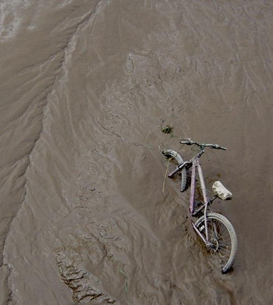 File:Stuck in the Mud, Hull - geograph.org.uk - 1175164.jpg