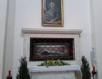Incorrupt remains in the tomb Tagliacozzo Reliquie Beato Tommaso da Celano.jpg