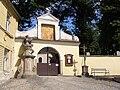 Telč, hřbitov u sv. Anny, vchod 01.jpg
