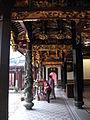 Thian Hock Keng Temple 9, Dec 05.JPG