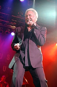 Tom Jones en la jaro 2009