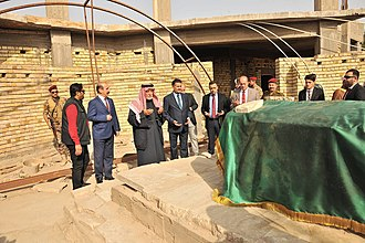 Ziyarat - Sunnis praying at the grave of Talhah Bin Ubaydallah in Basra, Iraq
