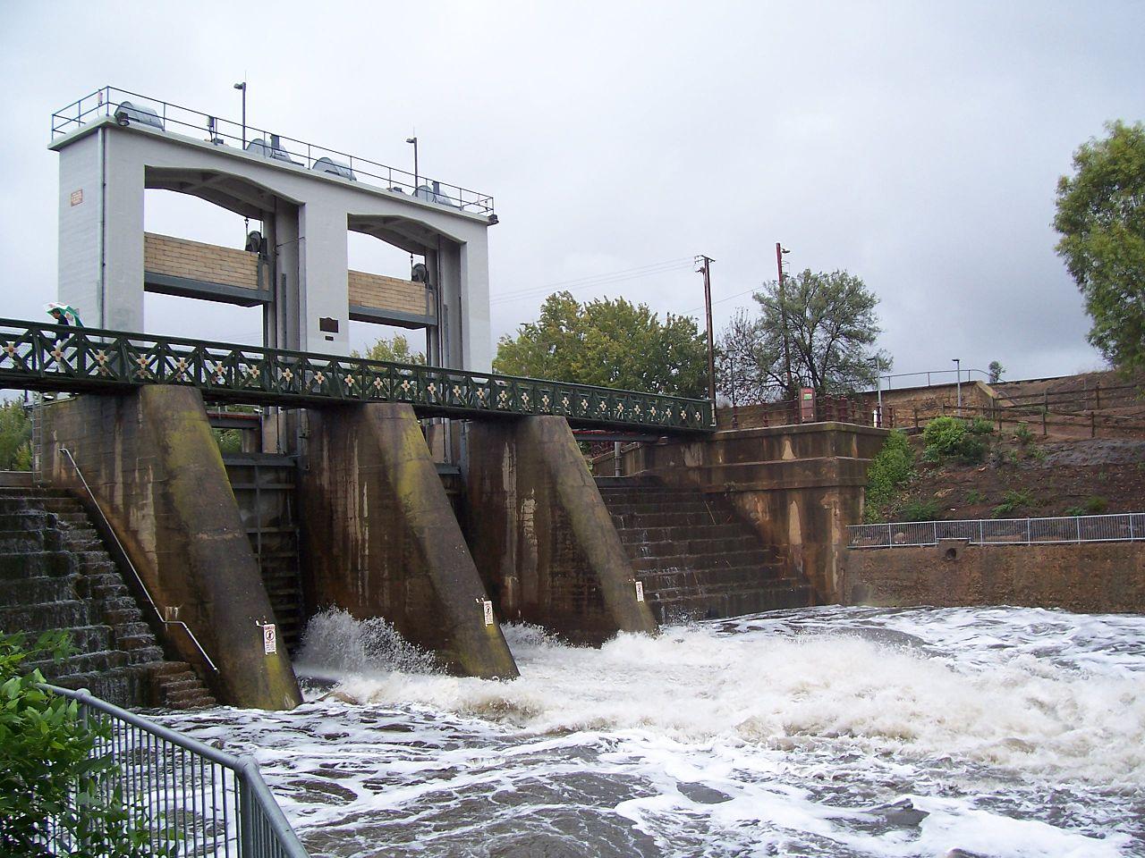 filetorrens weir heavy rainjpg wikimedia commons