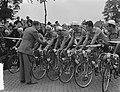 Tour de France , vertrek uit Amsterdam, start aan Haagseweg, de officiele start , Bestanddeelnr 906-5820.jpg